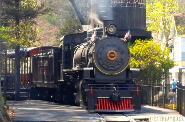 All Aboard The Dollywood Express #familytravel #sponsored #Dollywood