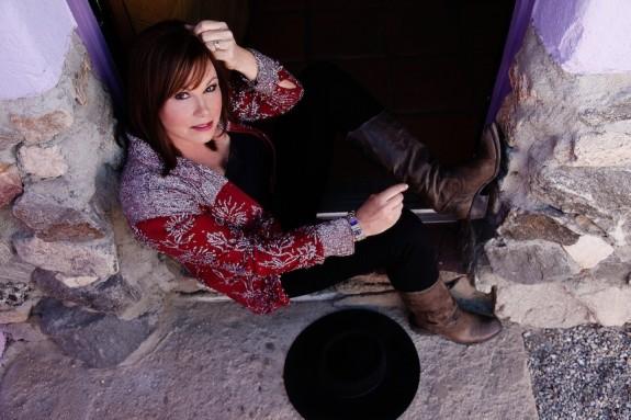 "Suzy Bogguss Talks Merle Haggard, Roy Rogers & Reimagining ""Aces"""