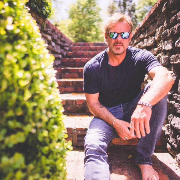 Phil Vassar Interview: Songwriting, Kellie Pickler & Songs From The Cellar