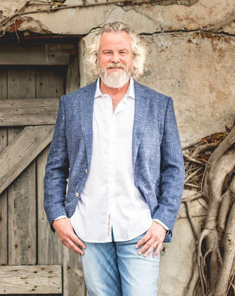 Robert Earl Keen Talks Willie Nelson, Tyler Childers & The Texas Music Scene